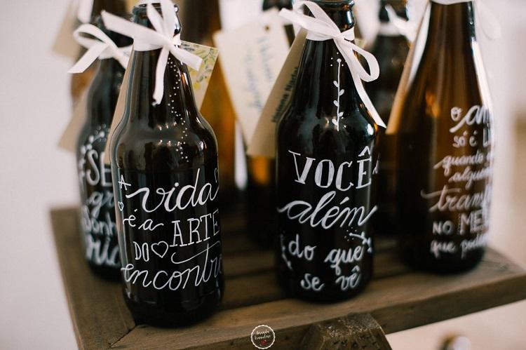 noivas dispostas-garrafas