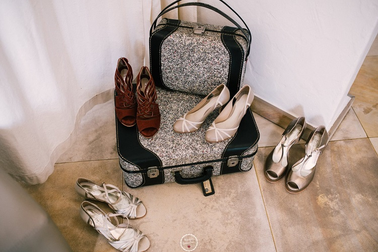 noivas dispostas-sapatos