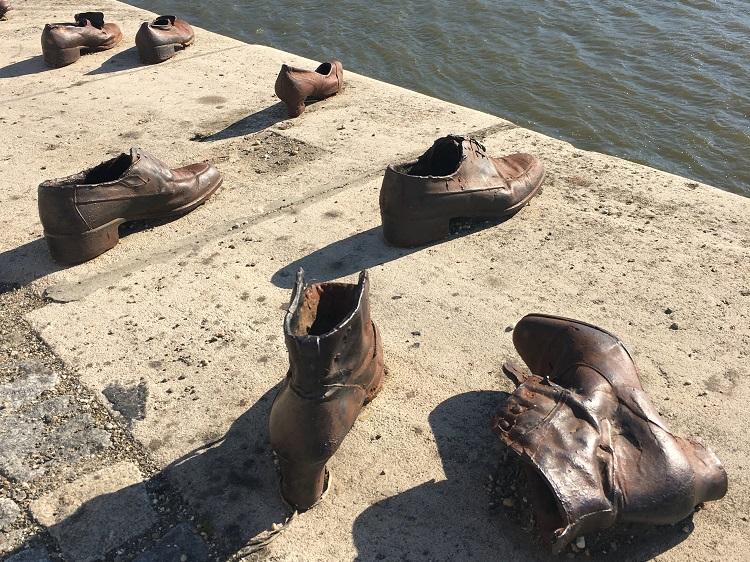 Budapeste Memorial sapatos