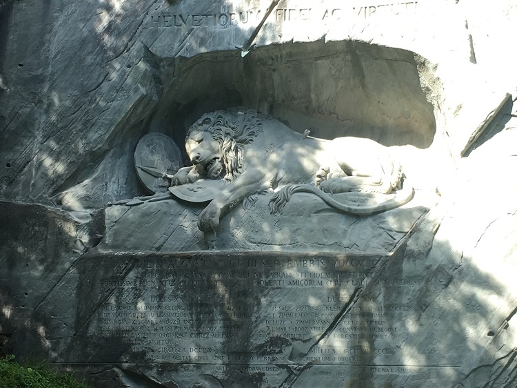 Löwendenkmal, Lucerna